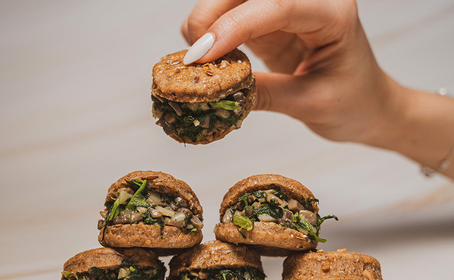 Mushroom And Spinach Sandwich (12 pieces)