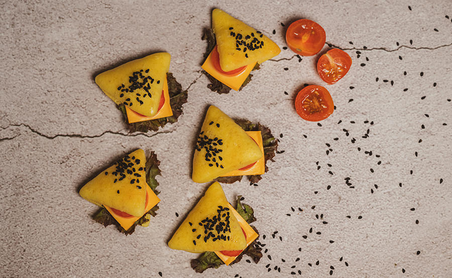 Yellow Triangle Bread With Cheese & Tomato (12 pieces)