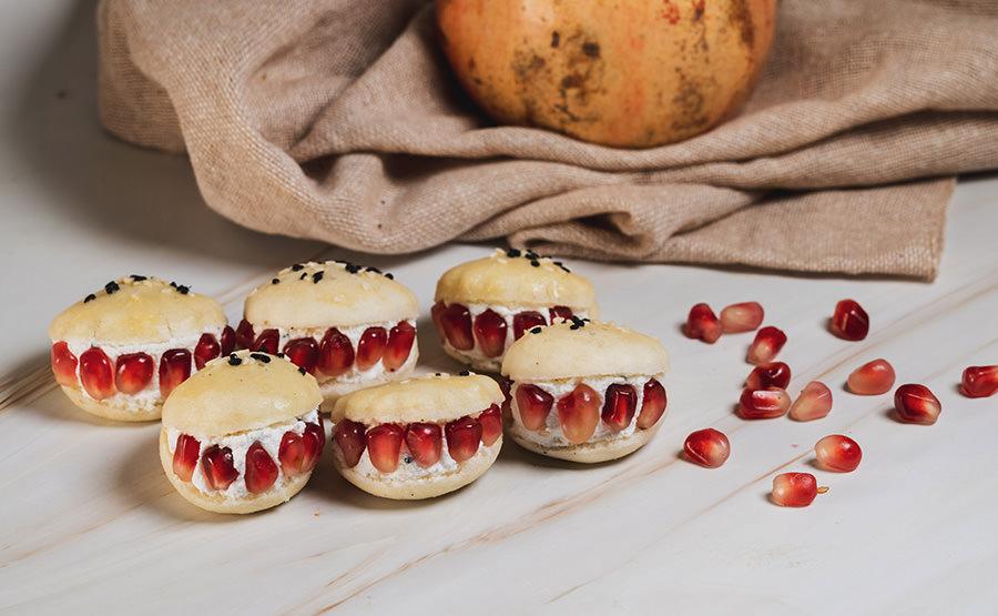 White Round Bread With Feta & Pomegranate (12 pieces)