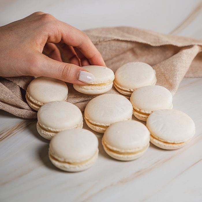 Vanilla Macarons (15pcs)